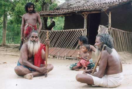 Dambana elders Heem Bandiya and Kiri Banda